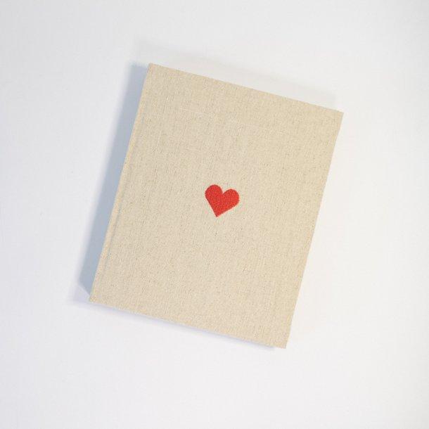 álbum de fotos m em linho cru - coleção coração - mim papelaria