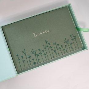 Imagem - álbum de fotos magnum personalizado - bordado à mão - mim papelaria