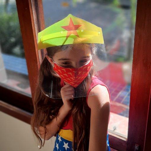 KIT MULHER MARAVILHA (Face Shield Infantil + Máscara de tecido) - 3 a 7 anos