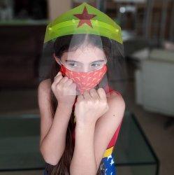Imagem - KIT MULHER MARAVILHA (Face Shield Infantil + Máscara de tecido) - 3 a 7 anos cód: 1719