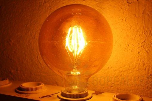 Lâmpada Filamento LED G125 8G 6W E27 Âmbar 2300K Bivolt Vintage Retrô