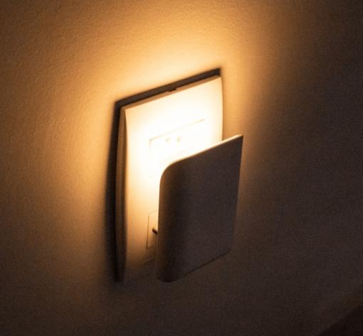Luminária de Tomada LED Opus Moon Noturna 1W Luz 3000K Bivolt IP20