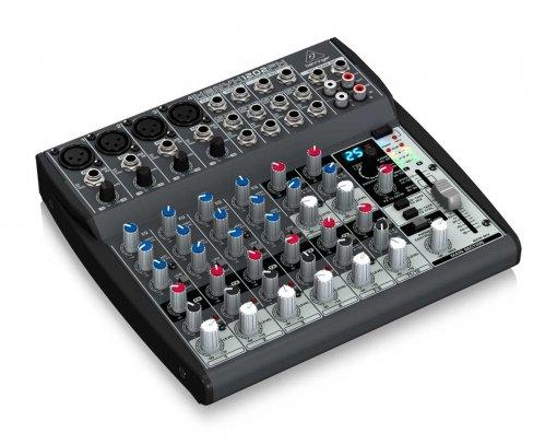 Mesa analógica de 12 canais   4 canais XLR + 4 canais estéreo, EQ e FX   Behringer   XENYX 1202FX