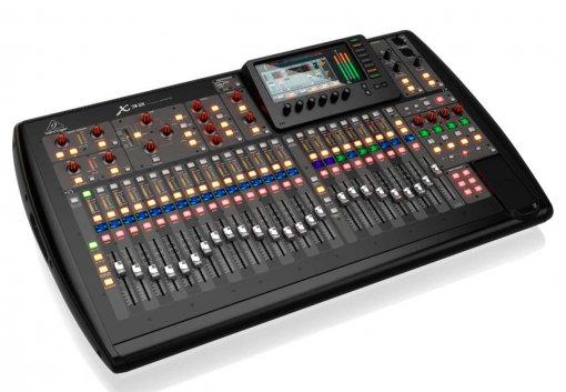 Mesa digital com 32 canais, 32 pré-ampli de microfone MIDAS e 16 saídas XLR    Behringer   X32