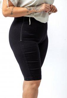 Bermuda Ciclista Jeans Preto com Elastano e Zíper Lateral Plus Size
