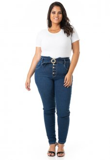 Imagem - Calça Feminina Jeans com Abotoamento e Cinto Plus Size