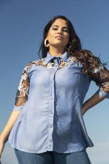 Camisa Jeans Feminina com Tule e Renda Plus Size