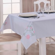 Toalha de Mesa Bordada Dália Branco e Pink Guga Tapetes