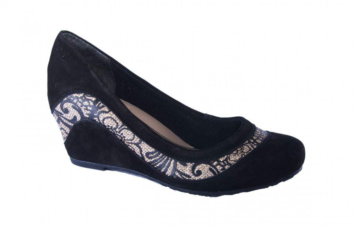 378db2aa4 Sapato Anabela Dakota Bordado Preto | Dtalhe Calçados