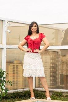 Imagem - Conjunto Feminine Blusa Vermelha de Viscolinho Saia de Tule Branca