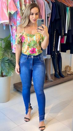 Blusa Soltinha Estampada Tropical