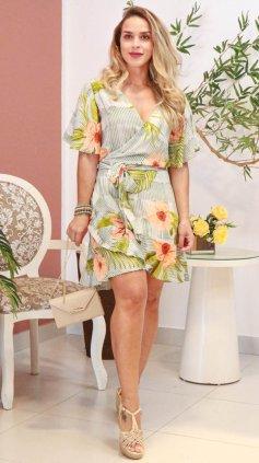 Imagem - Vestido Curto Floral Transpassado - Floral Verde