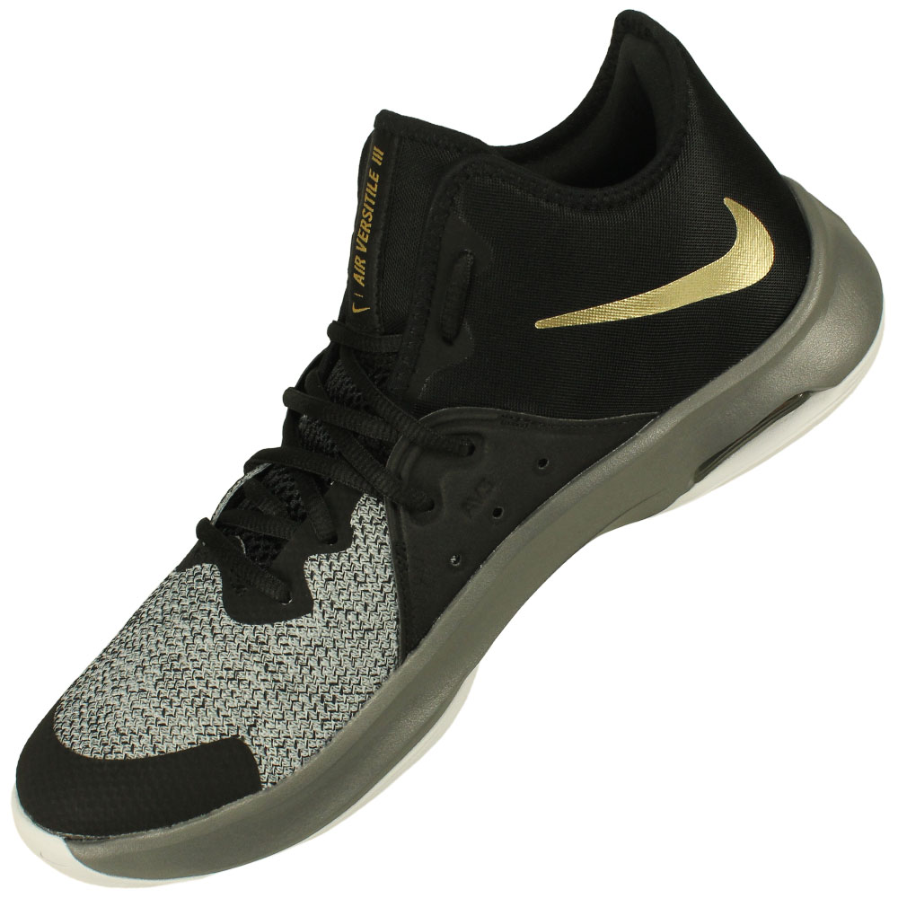 Tênis Nike Air Versitile III 2