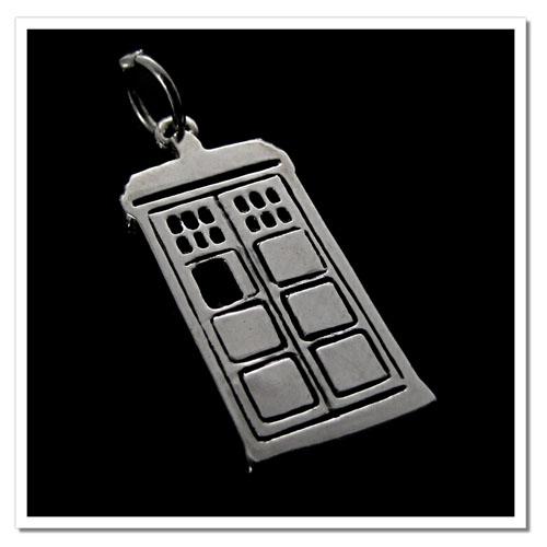 Pingente TARDIS - Doctor Who - Folheado a Prata