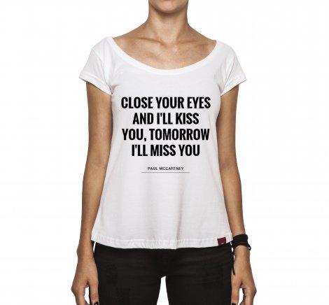 Camiseta Feminina - Close Your Eyes