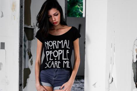 Camiseta Feminina - Normal People - AMH