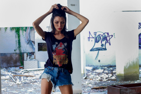 Camiseta Feminina - Popeye Fiction