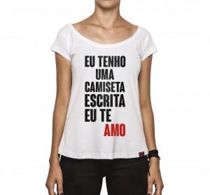 Camiseta Feminina - Eu Tenho Uma Camiseta Escrita EU TE AMO
