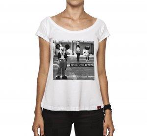 Camiseta Feminina - Trust No Bitch!