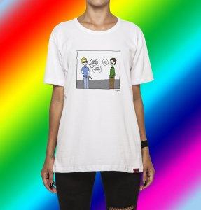 Camiseta Unissex A Fantástica Aventura de Ser Mulher - Pistola