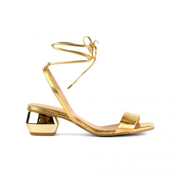Sandália Em Couro Metalizado Ouro Salto Baixo