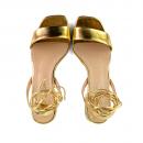 Sandália Em Couro Metalizado Ouro Salto Baixo 2