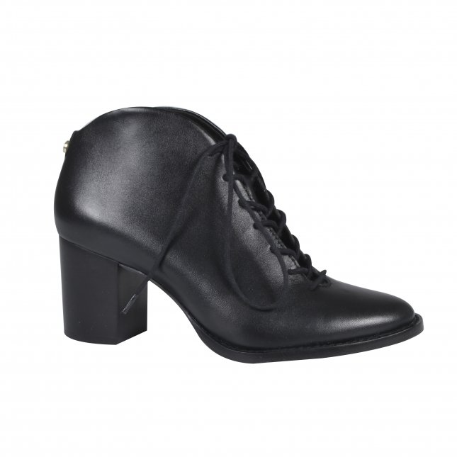 Ankle Boot Preta em Couro Com Amarração I21