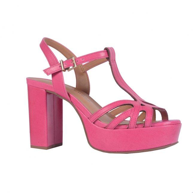 Sandália rosa com salto bloco