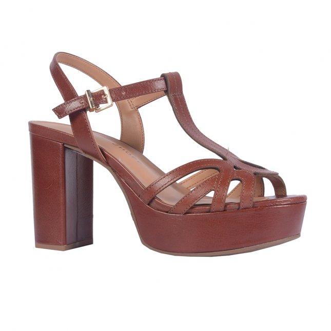 Sandália marrom com salto bloco