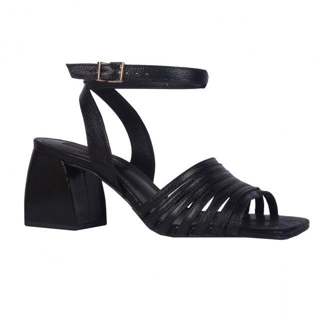 Sandália de tiras e salto bloco preta