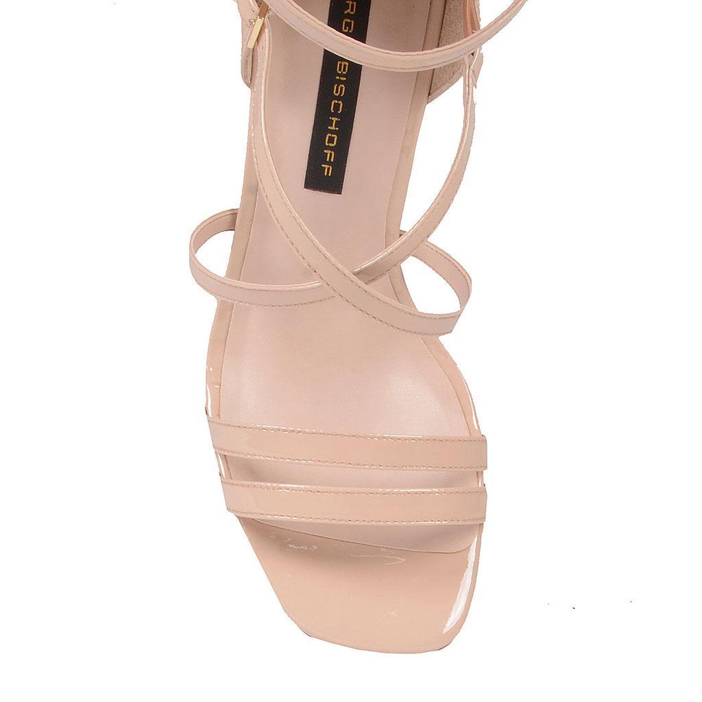 Sandália em couro verniz blush I19 2