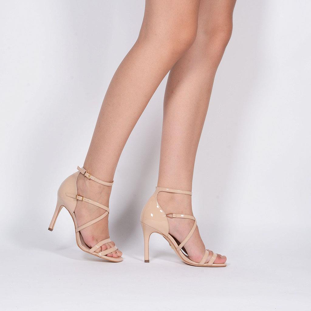 Sandália em couro verniz blush I19 3