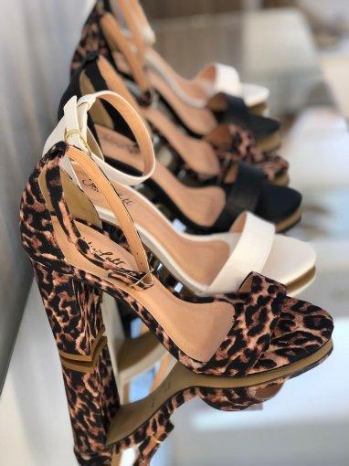SANDÁLIA GISELE SALTO BLOCO 9 CM   Julia Luft Shoes