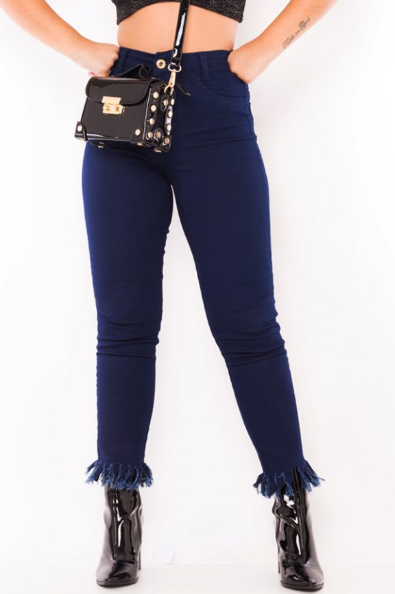 Calca Jeans Cropped com Barra Destroyed