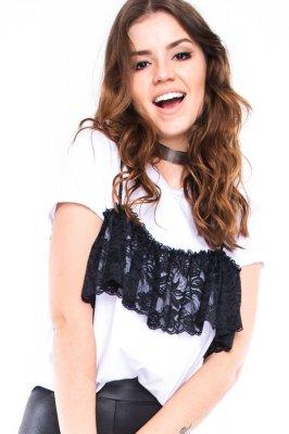 Imagem - T-shirt Cropped com Detalhe em Renda