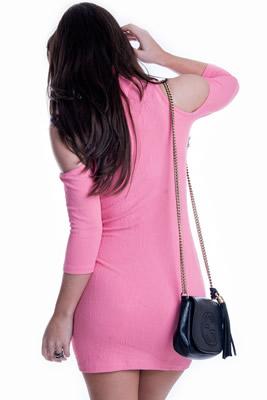 Imagem - Vestido Gola Alta com Recortes nos Ombros