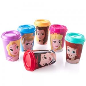 Imagem do produto - Conjunto de Copos de Plástico 320 ml com Tampa Café Princesas 6 Peças