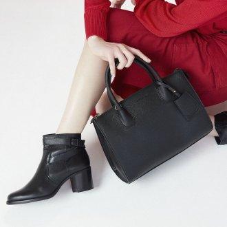 Bolsa Preta com Bag Charm V20 4