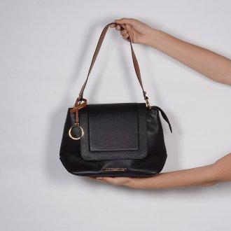 Bolsa de Ombro em Couro Preta com Bag Charm V20 4