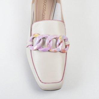 Loafer Couro Off White com Detalhe Corrente Colorida V22 2