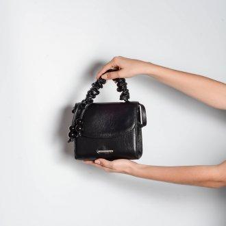 Clutch Tiracolo Preta com Bag Charm V21 2
