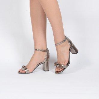 Sandália Couro Metalizado com Laço 2