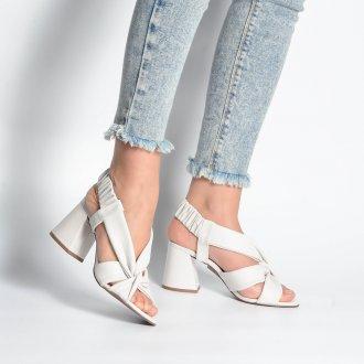 Sandália Branca Com Tiras Maleáveis V21 2