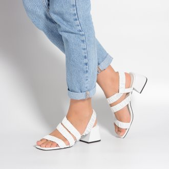 Sandália Branca com Tiras Maleáveis I21 2