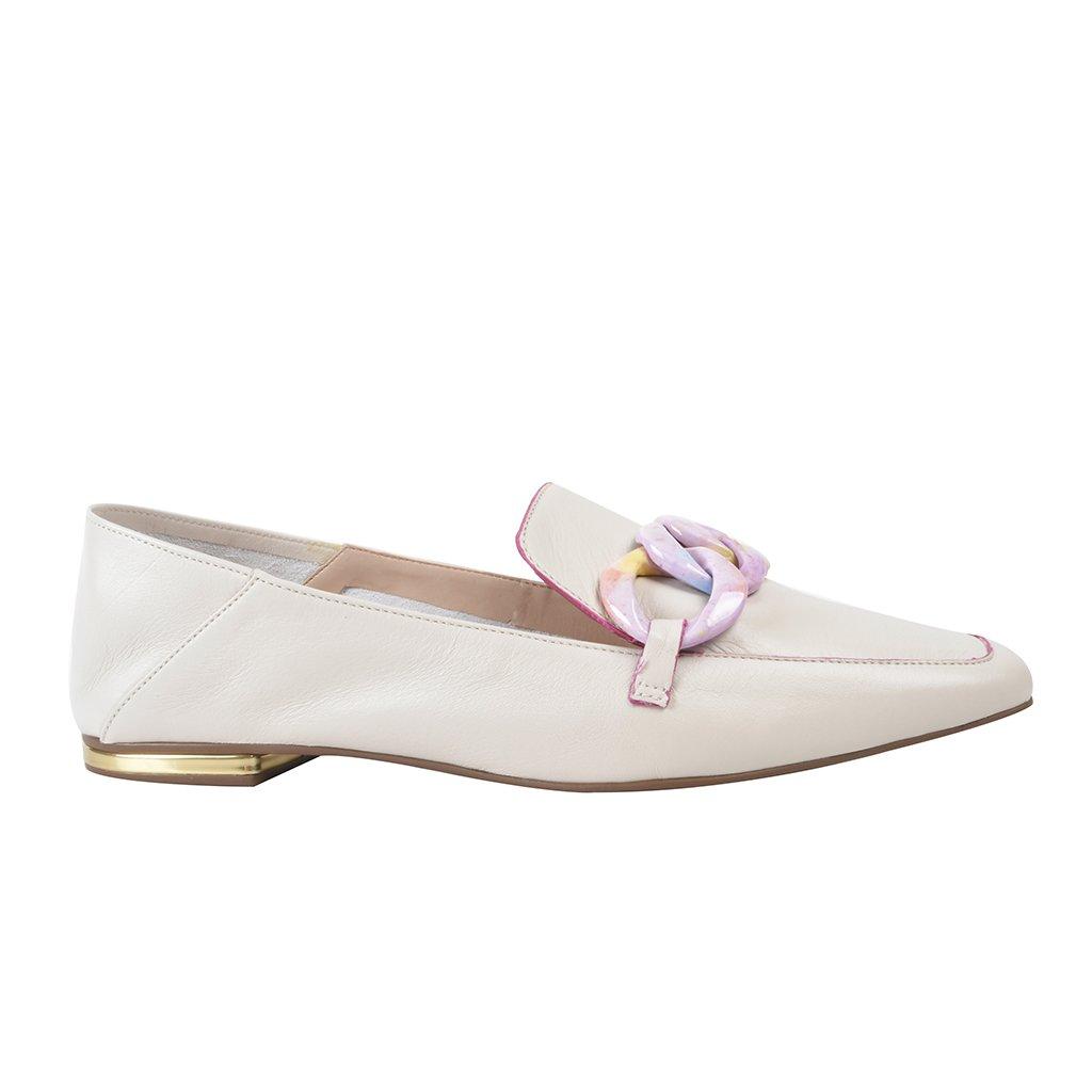 Loafer Couro Off White com Detalhe Corrente Colorida V22