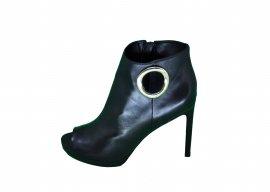 Imagem - Bota Ankle Boot Luz da Lua Couro Salto Fino