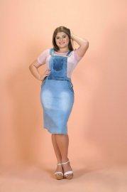 Imagem - Macacão Jardineira Saia Jeans Modelo Moda Evangélica Plus Size