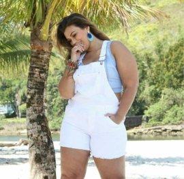 Imagem - Macaquinho Jeans Plus Size Feminino Branco