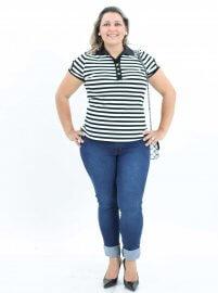 Imagem - Blusa Feminina Listrada Gola Polo Plus Size