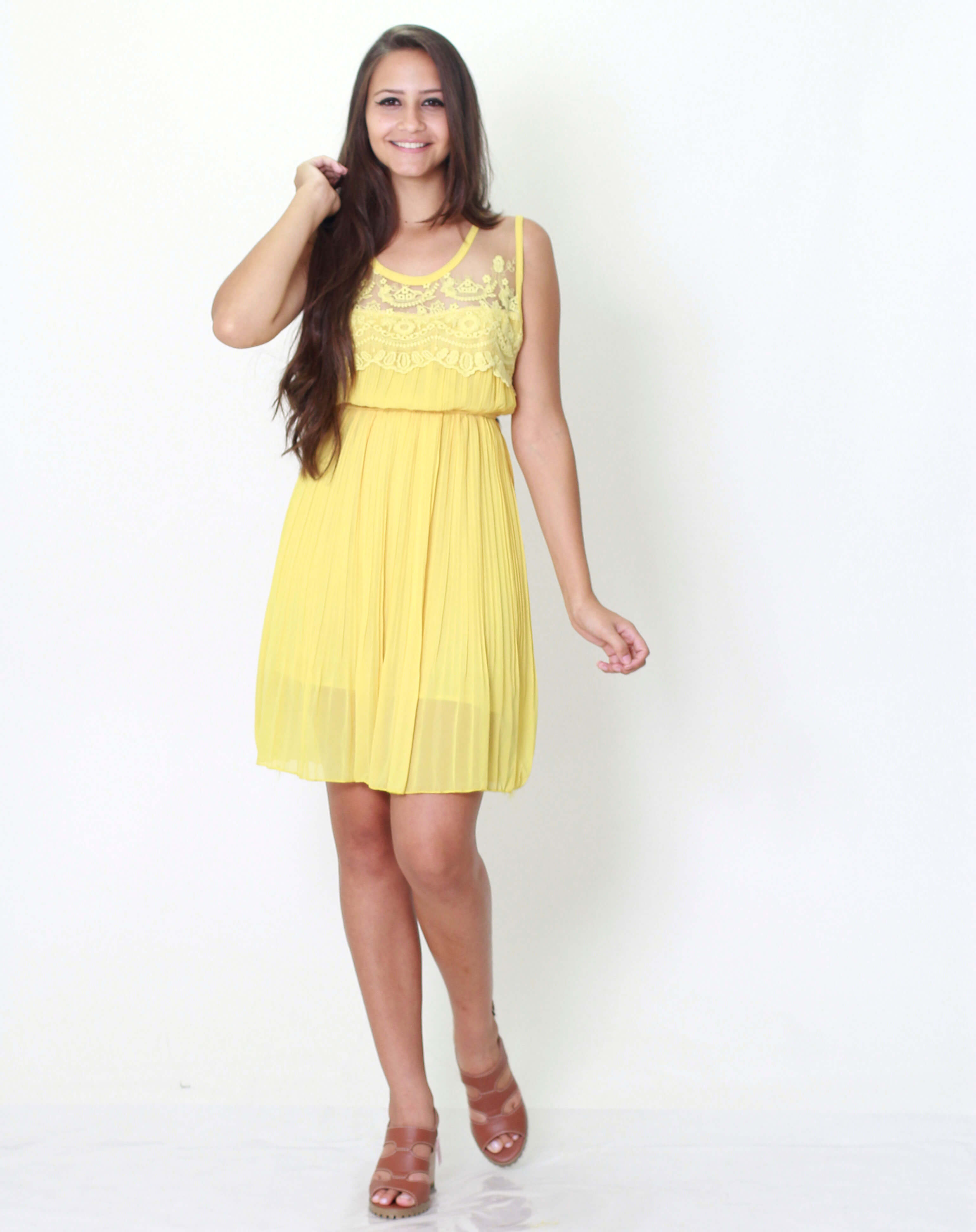 Imagem - Vestido Lancelott Plissado Amarelo Tule Frente e Costas